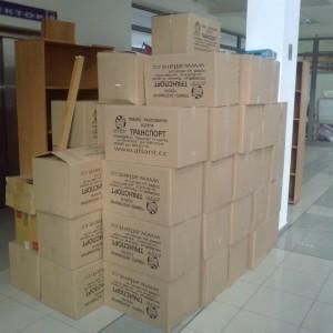 Предоставяне и опаковане на документи и чупливи предмети в кашони.