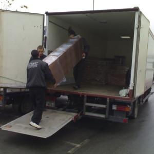 Транспорт и разтоварване на мебели.