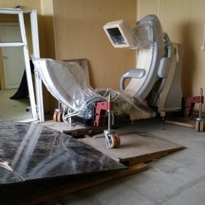 Медицинска техника, тежаща 1400 кг - внесена през прозореца на 8 етаж.