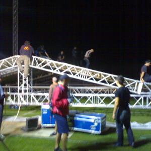 Изграждане на сцена в 11 града по време на Турнето на Слави Трифонов през 2009г.